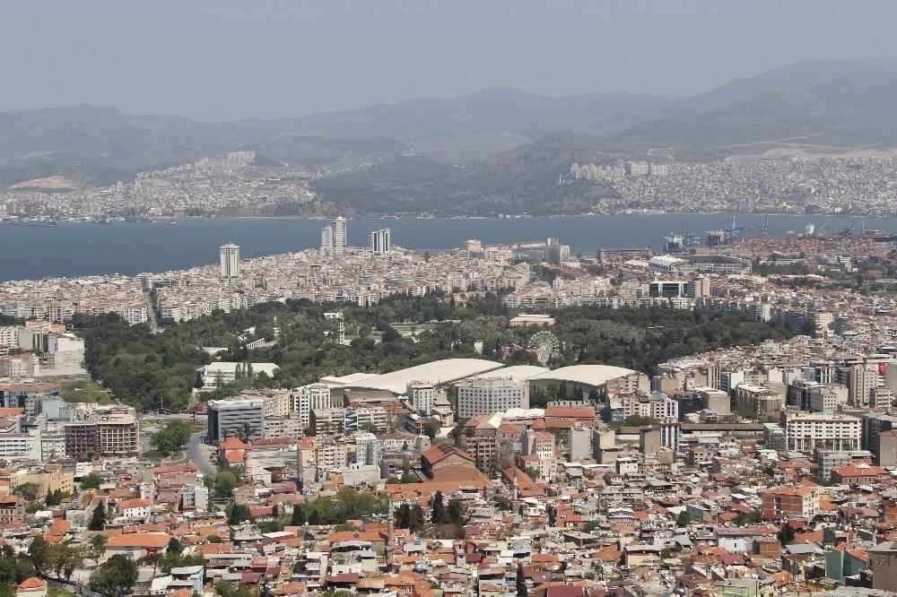 Kısıtlamanın Üçüncü Gününde De İzmir Sokaklarında Sessizlik Hakim