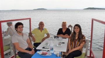 Aylar Sonra Sahil Kenarında Sosyal Mesafeli Kahvaltı Keyfi