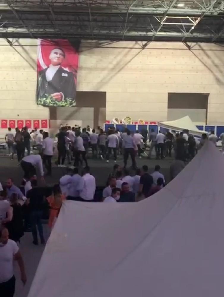 CHP İzmir Gençlik Kolları Kongresi'nde Gazetecilere Saldırı