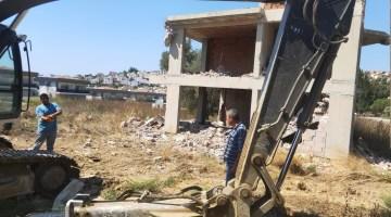 Kuşadasında 1500 Yıllık Zeytin Ağacına Bitişik Yapılan Villa Belediye Tarafından Yıkıldı