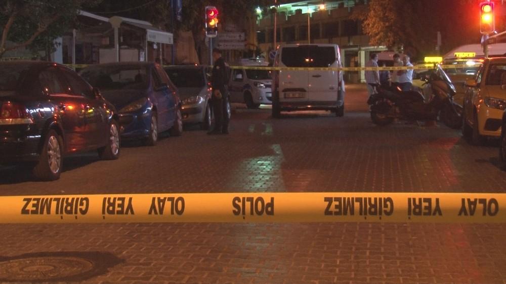 İzmirde Taksi Durağında Silahlı Kavga: 1İ Ağır 4 Yaralı