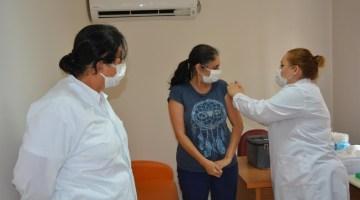 Çinden Getirilen Covid-19 Aşısı İzmirde Uygulanmaya Başlandı