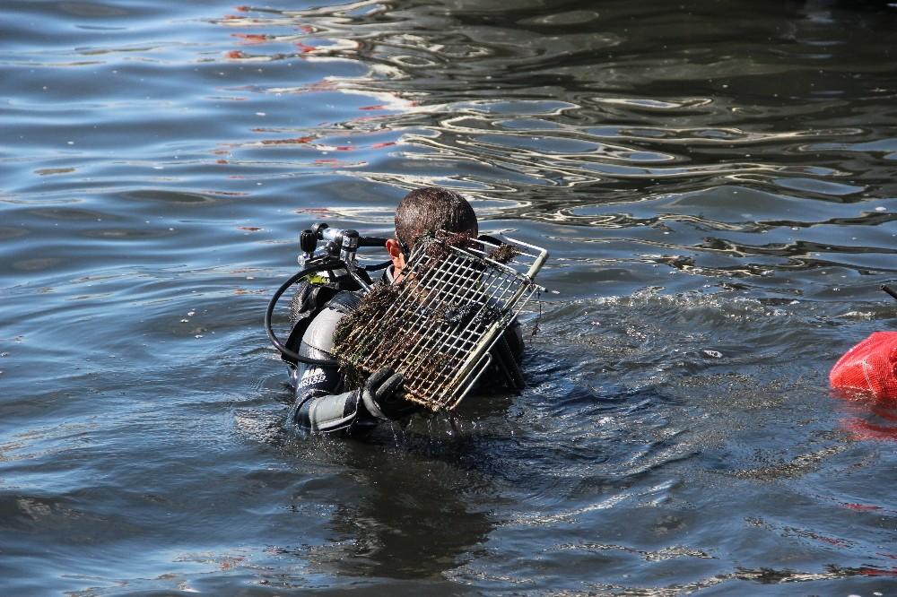 İzmirde Denizden Çıkan Çöpler Şoke Etti