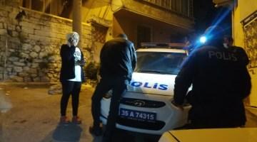 İzmirde Hareketli Gece: Sürücü, Aracı Ve İçindeki 2 Kadını Bırakıp Kaçtı