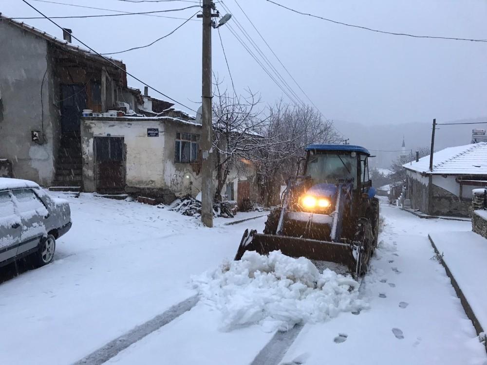 İzmir'de Bozdağda Kar Sevinci