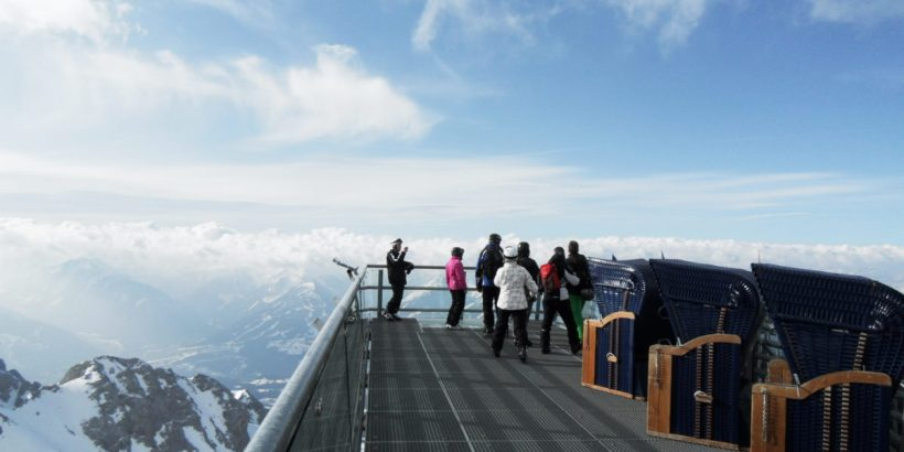 Strandkörbe am Skywalk am Dachstein