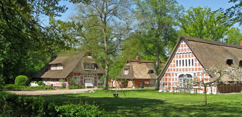 """Auch das 1920 gegründete """"Haus im Schluh"""" beteiligt sich mit einer großen Ausstellung am Ortsjubiläum - Künstlerdorf Worpswede"""