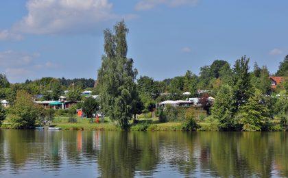 Zahlreiche Campingplätze befinden sich direkt an den Gewässern des Ellwanger Seenlands.