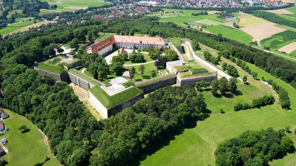 Blick auf die Hohenzollernfestung Wülzburg in Weißenburg.