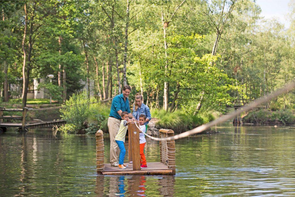 Der niederländische Ferienpark Landal Het Vennenbos liegt idyllisch mitten im Wald und am See.