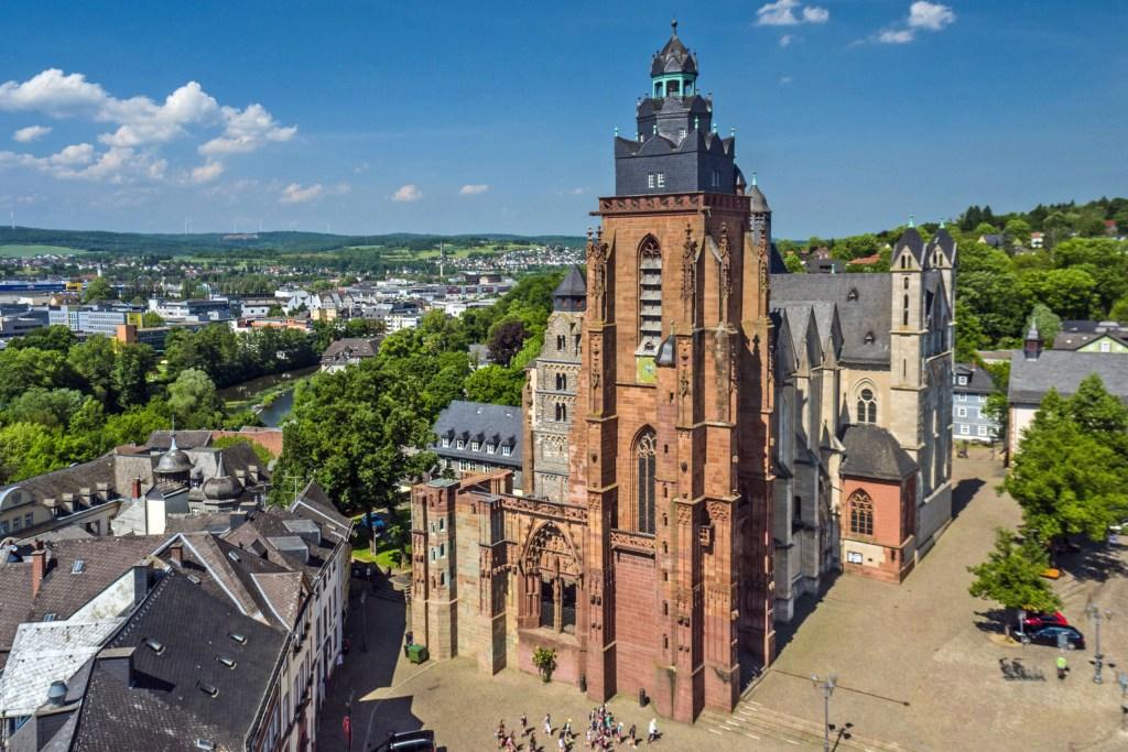 Ungewöhnliche Perspektive: der Wetzlarer Dom von oben betrachtet - Perspektivwechsel in Wetzlar