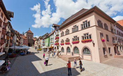 Im Stadtkern hat Rottweil sein historisches Gepräge bewahrt. Bürgerhäuser und Kirchenbauten erinnern an reichsstädtische Zeiten.