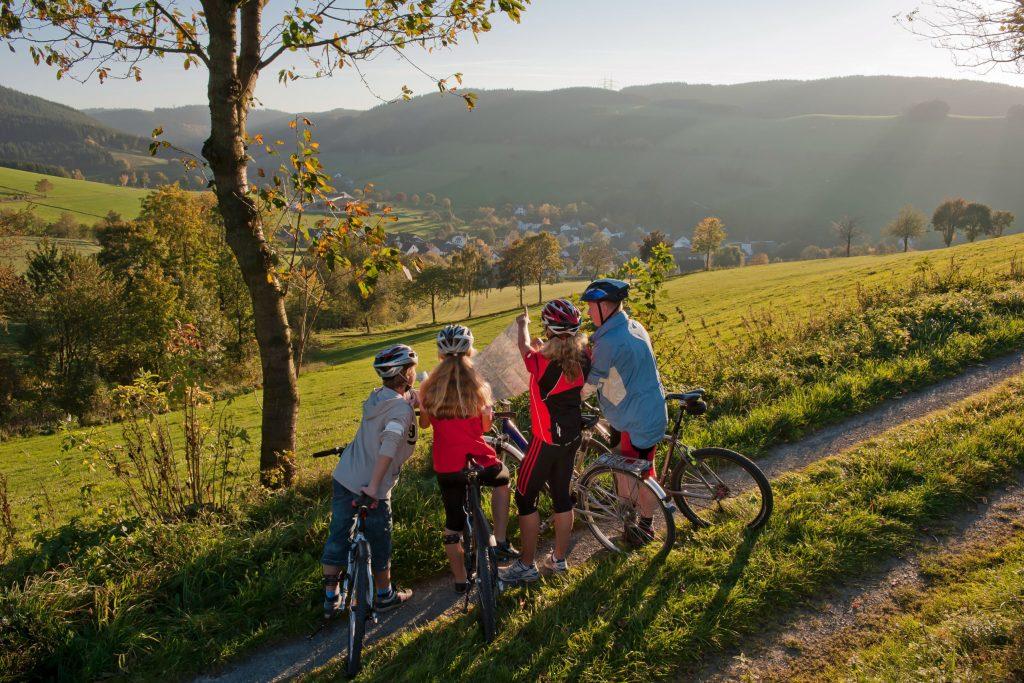 Im Sauerland finden Radfahrer viele bestens ausgeschilderte Routen für Tagestouren - Radtouren im Schmallenberger Sauerland