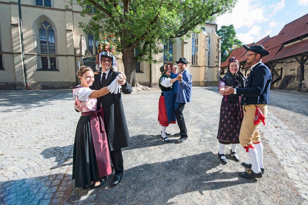 """Die Kirchweihen in Gochsheim und Sennfeld mit dem traditionellen Plantanz sind für die Gemeinden das """"Hochfest"""" des Jahres."""