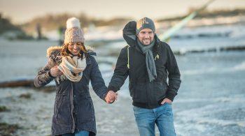 Der Strand hat zur kühleren Jahreszeit einen ganz besonderen Charme, wenn er bei einem langen Spaziergang so weit und frei vor einem liegt.