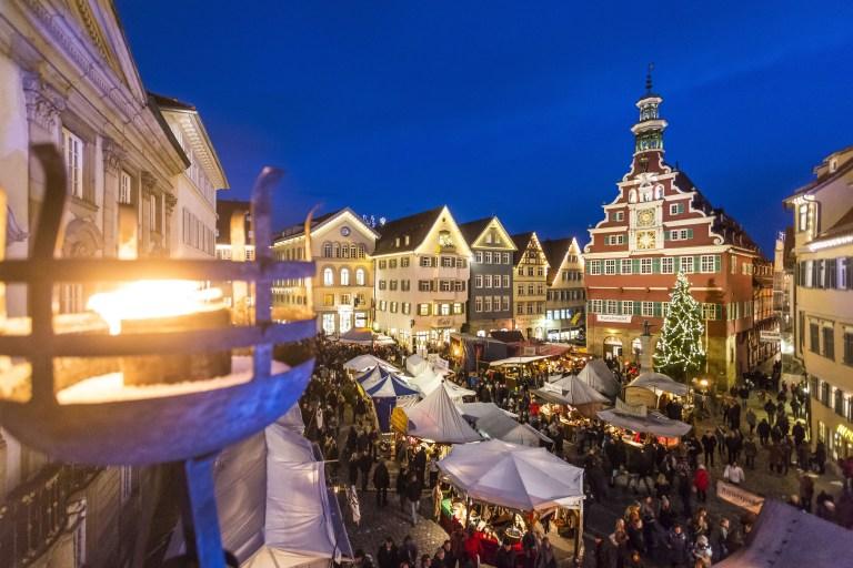 Mit über 200 Marktständen und mehr als 500 kulturellen Programmpunkten ist der Esslinger Mittelalter- und Weihnachtsmarkt einer der größten Weihnachtsmärkte der Region.