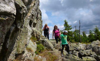 Bei Osterode führen gut ausgeschilderte Fern- und Rundwanderwege in die Harzer Bergwelt.