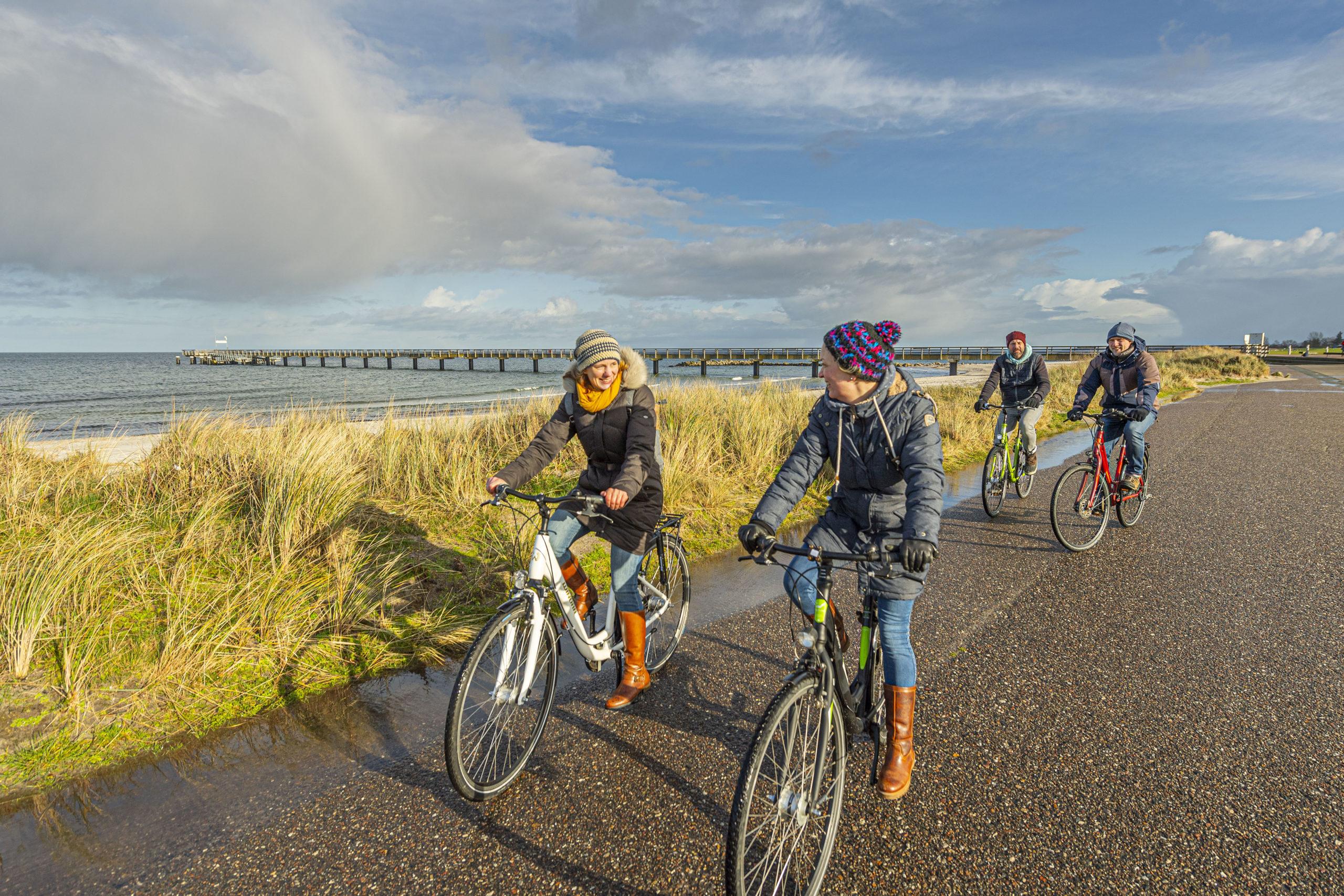 Aktive Auszeit am Meer beim Radfahren