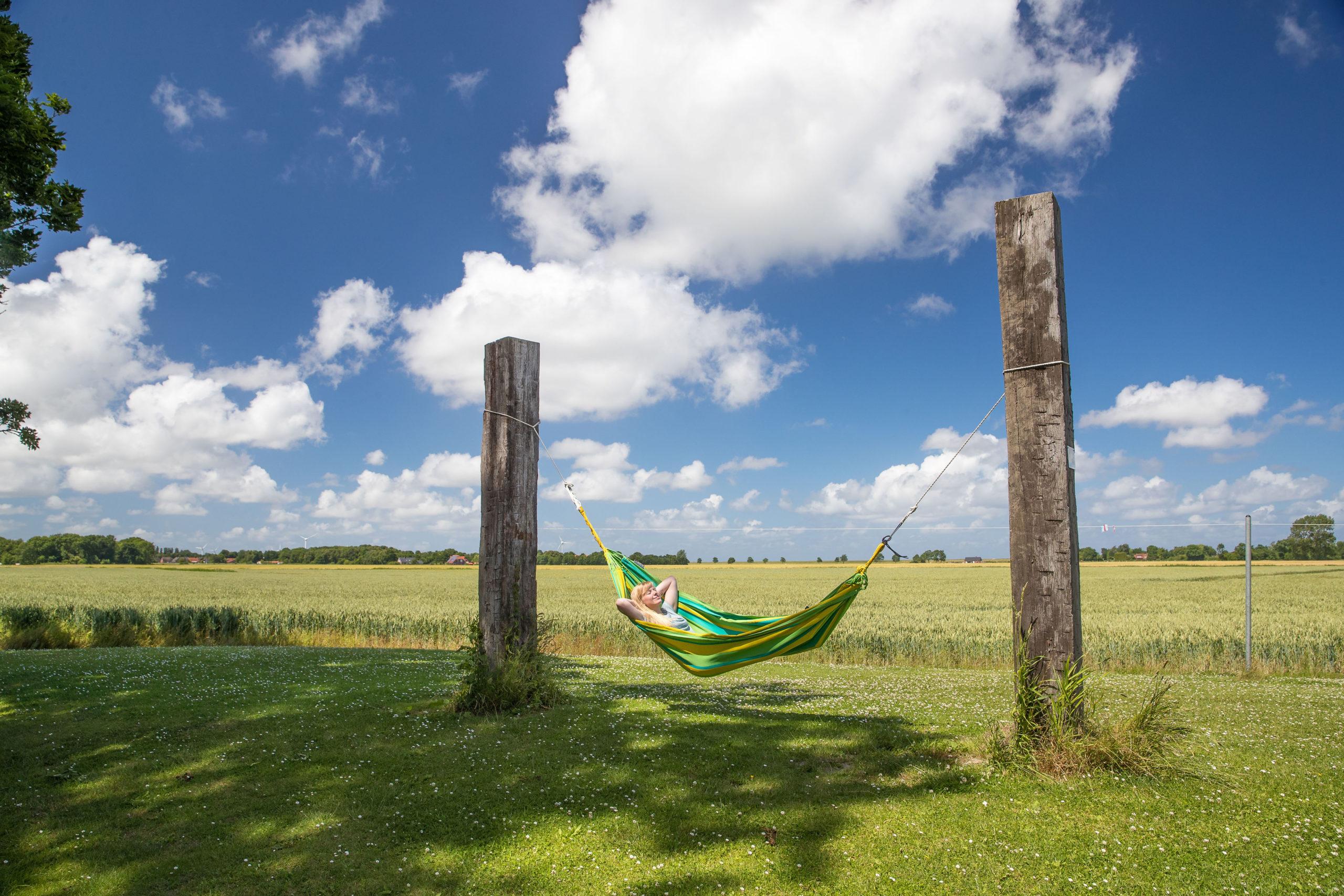 Entspannen in der Hängematte an Ostfrieslands Küste