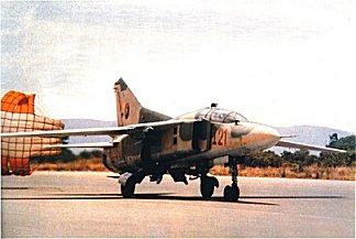 MiG-23UB FAPA I-21 . Foto de Vasco Enrique, Air International