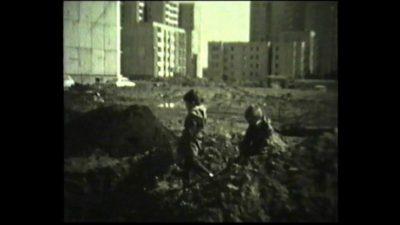 Plac budowy przygotowany pod przyszły pawilon przy Szolc-Rogozińskiego. Kiedy już powstanie, będzie w nim działał słynny Batmar. Kadr z filmu, nad. Andrzej Dudziec