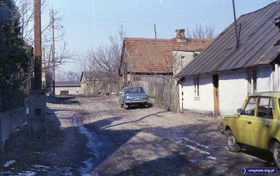 """Wolica. Co to za """"ulica""""? Chyba Kokosowa. Ciekawe, że partkują aż dwa Wartburgi. Fot. Andrzej Kubik"""
