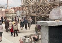 Napis na kamieniu nie pozostawia wątpliwości - to święta wielkanocne na terenie budowanego kościoła Wniebowstąpienia. Fot. Andrzej Kubik