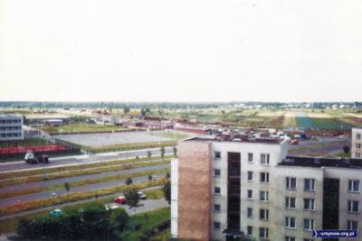 Blok Marco Polo 1, dalej ulica Pileckiego i pola, które jeszcze niedawno były dzikimi ogródkami działkowymi. Fot. Paweł Chocha