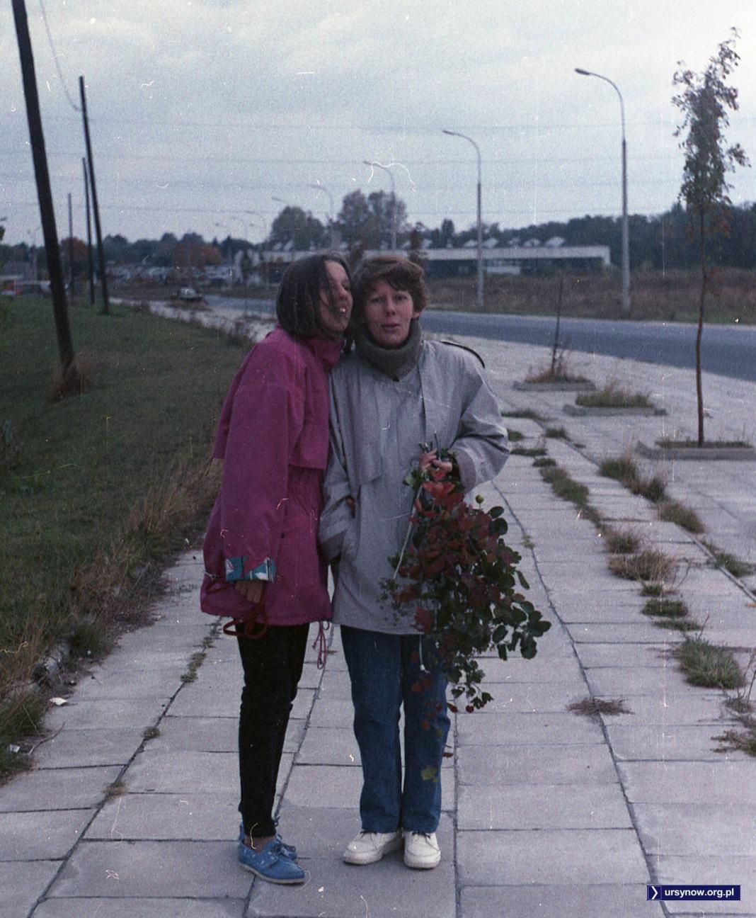 Jesienny obrazek z pustej jeszcze ulicy Kiedacza. Po prawej stronie nie wyrosły jeszcze segmenty. Fot. Andrzej Kubik