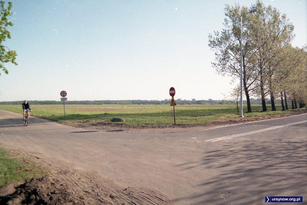Będzie miasto, w nazwie miasteczko. Róg Klimczaka i Przyczółkowej, czyli dziś byłby to widok na centrum miasteczka Wilanów. Fot. Andrzej Kubik
