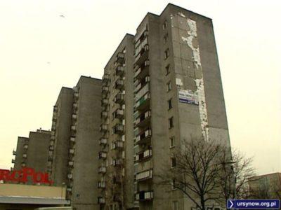 Wichura zerwała kawałek elewacji ściany szczytowej bloku przy Koncertowej 11. Fot. TVN