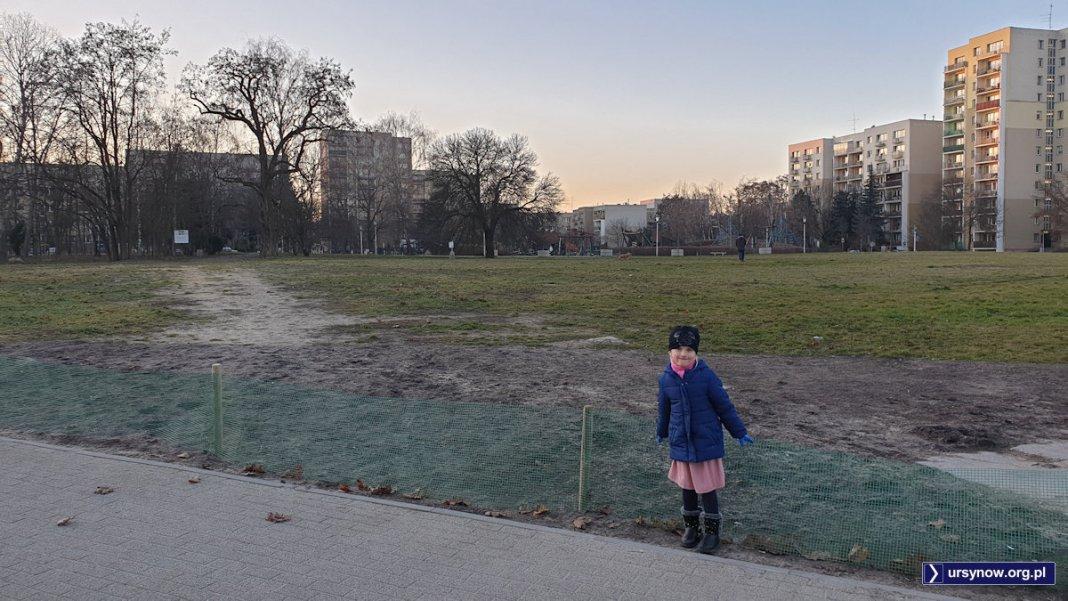 Każde dziecko wie, że ścieżka tu była i będzie - choćby i zasieki zbudowali. Fot. Maciej Mazur