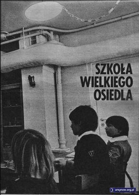 """Tygodnik """"Razem"""" z 29 kwietnia 1983 z wizytą w Szkole nr 303 na Koncertowej. Sala w piwnicy."""