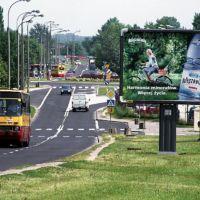 Ciepły czerwcowy dzień na ulicy Płaskowickiej. Nic, tylko łyknąć Nałęczowianki i wybrać się 503 na Konwiktorską. Zdjęcie z serwisu www.przegubowiec.com