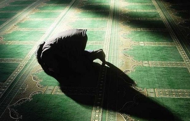 Çfarë përfitojmë nga falja e namazit të natës gjatë muajit të Ramazanit?