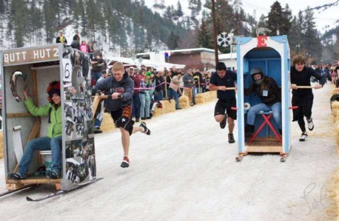 olahraga aneh - Balap Portaloo pada Musim Dingin