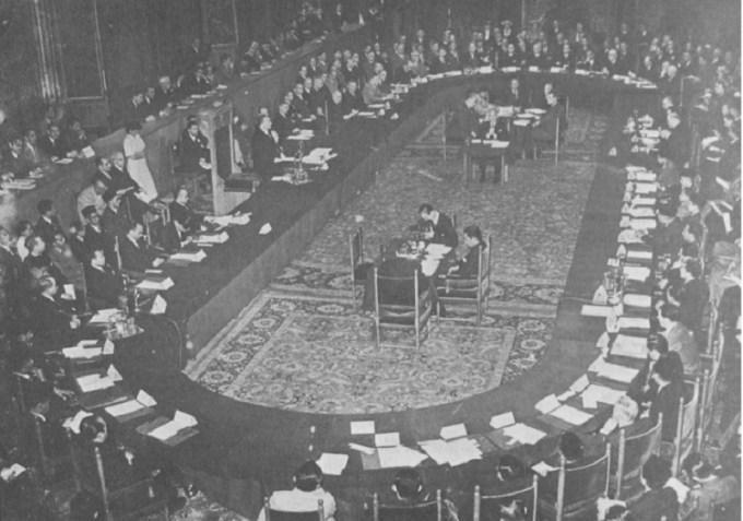 konferensi meja bundar dilakukan di tempat ini pada jaman dulu
