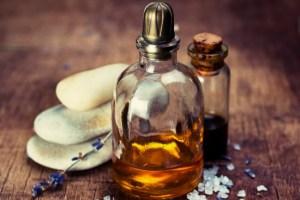manfaat minyak kemiri hitam adalah minyak dibuat dari kemiri yang dibakar