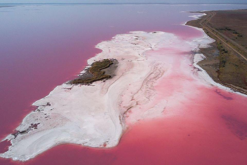 Розовое Лемурийское озеро