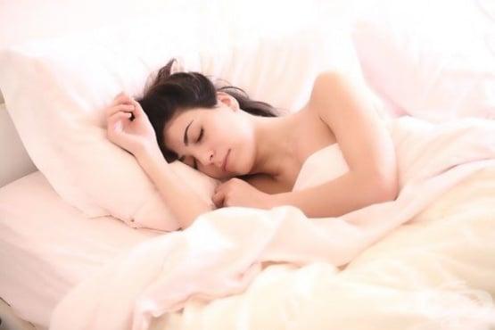 На какой подушке спать и как часто нужно ее менять