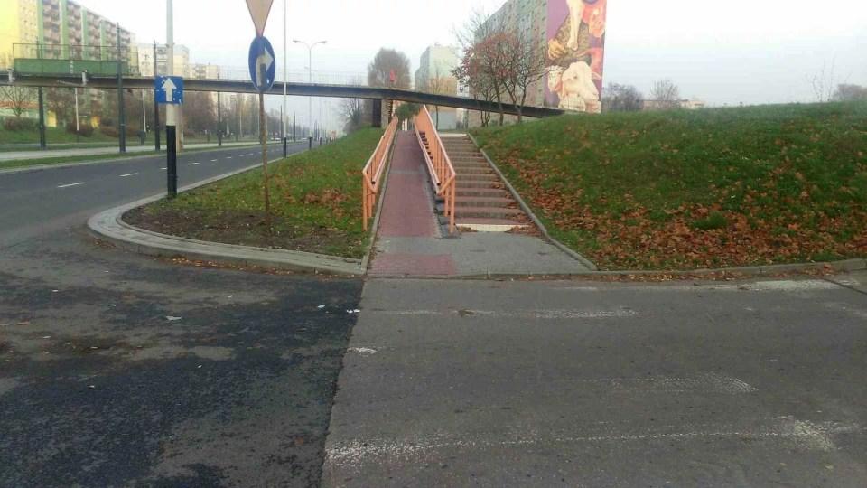 skrzyżowanie podjazd dla niepełnosprawnych