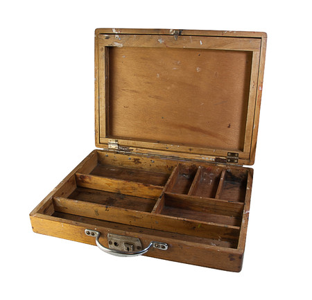 boite en bois avec differentes sections et compartiments