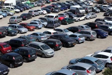 https://i2.wp.com/us.123rf.com/450wm/philipus/philipus1210/philipus121000137/15837639-estacionamiento-lleno-de-gente-en-la-ciudad-de-fuengirola-andalucia-espana.jpg