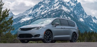 2020 Chrysler Pacifica Limited with S Appearance