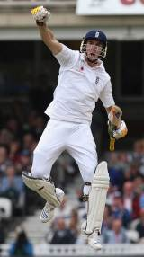 Kevin Pietersen struck 100 during England's 316 before James Anderson removed Graeme Smith late in the day, as England grasped control of the fourth Test © Getty Images