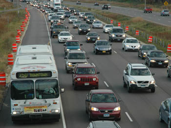 In Minneapolis, the shoulder on I-35W is open for buses, carpoolers, and other vehicles during heavy traffic. Image: ##http://www.metrocouncil.org/newsletter/transit2010/TPPUpdateOct10.htm##Metro Council##