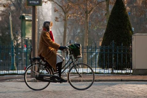 Bike commuters in France could soon have some extra spending money. Photo: Wikimedia