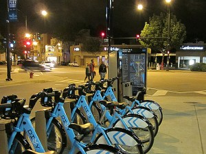 Divvy bike-share stations located near transit help boost ridership of each. Photo by ##http://chi.streetsblog.org/2013/07/01/pedaling-to-all-68-divvy-stations-in-one-day-was-fun-not-frustrating/##John Greenfield##