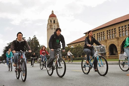 More than half of people in Stanford University's central campus commute by bike. Photo: ##http://travelchew.blogspot.com/2013_12_01_archive.html##TravelChew##