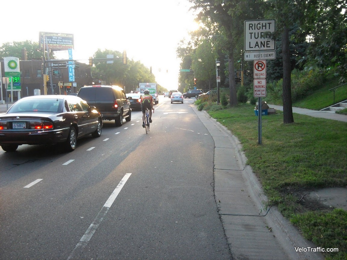 photo image Study: Cyclists Don't Break Traffic Laws Any More Than Drivers Do